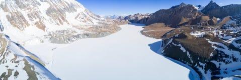 Himalayas congelados lago Nepal da opinião aérea de Tilicho Fotos de Stock