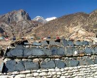 Himalayas - tabelas da oração fotografia de stock