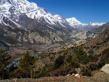 Himalayas - um passeio na montanha a Thorong Phedi imagens de stock