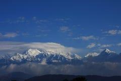 Himalays与蓝天的山景 库存图片