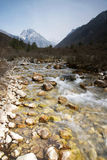 himalchuli und Fluss Stockfoto