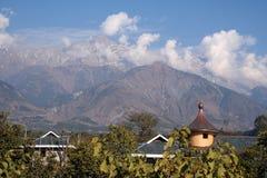 Himalyas di Dhauladhar da Kangra in India himachal fotografia stock libera da diritti
