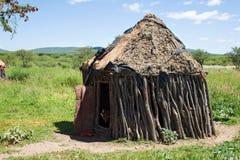 Himba部落的小屋 免版税库存图片