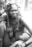 Himba-Mutter Lizenzfreie Stockfotos