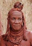himbakaokolandnamibia gammal kvinna Arkivbild