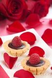 Himbeere-Kuchen für Valentinsgruß-Tag Lizenzfreie Stockfotos