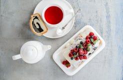 Himbeermohnblumenkuchen für Feiertage Lizenzfreie Stockbilder