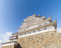 Himeji Grodowy dolny widok z niebieskim niebem Obraz Royalty Free