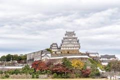 Himeji Grodowy historyczny punkt zwrotny z chmurnym Hyogo, Japan Obrazy Royalty Free
