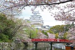 Himeji kasztel z czereśniowym okwitnięciem fotografia royalty free