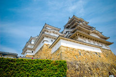 Himeji-Schloss mit blauem Himmel Stockbilder