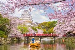 Himeji slott, Japan i vår royaltyfria foton