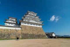 Himeji slottbefästning mot blåa himlar i Himeji, Hyogo royaltyfri foto