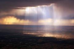 Himla- dramatiskt ljus Royaltyfri Fotografi