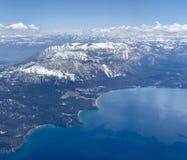 Himla- skidar semesterorten från flyg- sikt arkivfoton