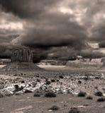 Himlar för dal för Sepiasignalmonument molniga Fotografering för Bildbyråer