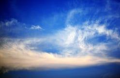 Himlarna och molnen i bygden av Thailand Royaltyfri Foto