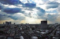 Himlarna och strålen Arkivbild