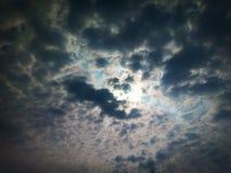 Himlen är mörk för en strom royaltyfria foton