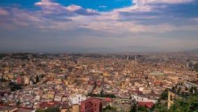 Himlen över Naples italy Tid schackningsperiod Allmänt plan av staden 4K arkivfilmer