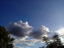 Himlen som kombineras med naturen arkivbild