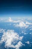 Himmel über Wolke vom Flugzeug stockbilder