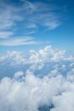 Himmel über Wolke vom Flugzeug lizenzfreies stockfoto