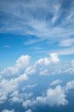Himmel über Wolke vom Flugzeug lizenzfreie stockfotografie