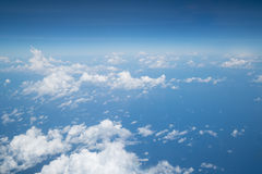 Himmel über Wolke vom Flugzeug stockbild