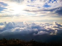 Himmel-Ansicht mit Nebel stockfotos