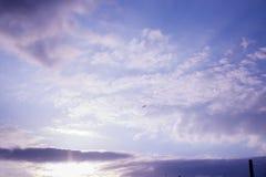 Himmel bewölkt goldene Stunde lizenzfreies stockfoto