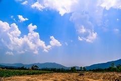 Himmel-Blau-Wolken-Landschaft Stockbild
