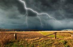 himmel Blitz im Himmel Dunkle Wolken Stockfotos