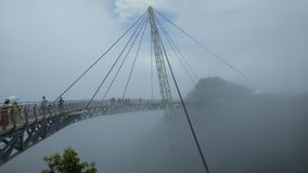 Himmel-Brücke und Drahtseilbahn, Langkawi-Insel, Malaysia stock video