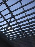 Himmel durch ein Gitter Lizenzfreie Stockbilder