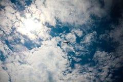 Himmel för hängningglidflygplan Arkivbilder