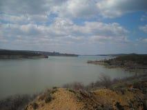 Himmel för sjö för Simferopol behållarvatten arkivbilder