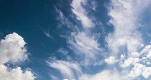 himmel för Time-schackningsperiod 4k fotografidag med den videopd öglan för fluffiga moln stock video