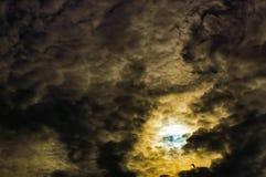 Himmel fördunklar cumulonimbusen Arkivbild