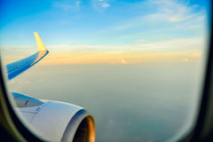 Himmel från fönster för flygplan` s Royaltyfria Bilder