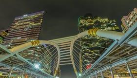 Himmel går anslutning i område för central affär av Bangkok Royaltyfri Bild