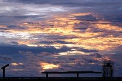 Himmel-Hafen am Abend stockfotos