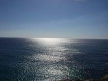 Himmel, hav och sol- reflexioner Royaltyfri Fotografi