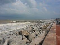 Himmel, hav och stenar arkivbild