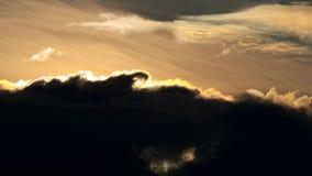 Himmel, heller Blau-, Orange und Gelberfarbsonnenuntergang stock footage