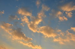 Himmel i eftermiddagen för solnedgång Arkivbild