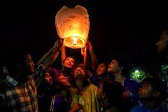 Himmel-Laternen-Festival bei Kolkata, Indien stockbild