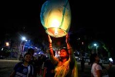 Himmel-Laternen-Festival bei Kolkata, Indien lizenzfreie stockfotografie
