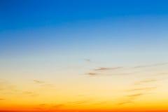 Himmel, ljusa blått, apelsin och gulingfärgsolnedgång Royaltyfria Bilder