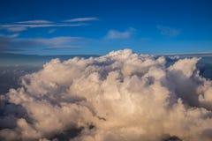 Himmel mögen Wolken gesehen von oben, Flugzeugansicht Stockbild
